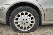 Pokiaľ auto dlhšie ako mesiac stojí na mieste, pneumatiky sa začínajú ničiť.