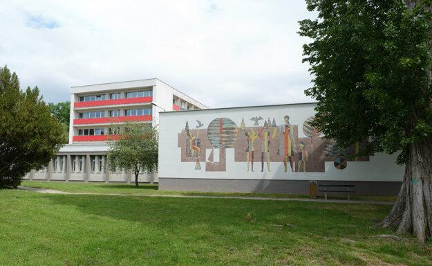 Na vysokoškolský internát Zobor v Nitre už začalo ministerstvo vnútra umiestňovať prvých repatriantov.