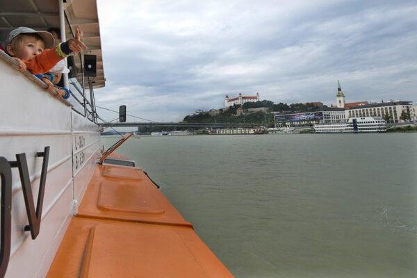 Pohľad z lode Prešov na Dunaji v Bratislave.