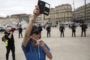 Minister vnútra Christophe Castaner vopred varoval, že na jednom protestnom zhromaždení nesmie byť viac než 10 osôb.