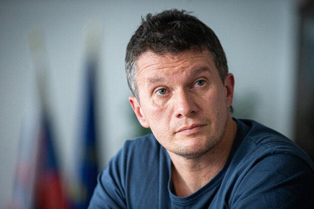 Bývalý riaditeľ NAKA Branislav Zurian počas rozhovoru pre Denník SME.