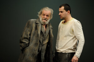 Andrej Palko (vpravo)v postave Raskoľnikova v Dostojevského Zločine a treste.
