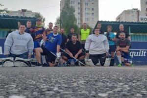 Prvý spoločný hokejbalový tréning po uvoľnení opatrení.