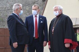 Podpredseda Ústredného zväzu židovských náboženských obcí Igor Rintel, predseda Národnej rady Boris Kollár a prešovský arcibiskup Ján Babjak.