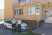 Policajti Obvodného oddelenia PZ Cífer, ktorí zachránili muža.