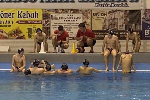 Topoľčianski pólisti a plavci sa už tešia do vody.
