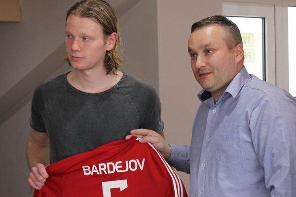 Dominik Lukáč (vľavo) futbalovo vyrastal v Bardejove, teraz hráva v Nemecku.