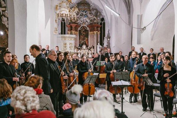 Orchestrálny koncert v chráme v roku 2017.