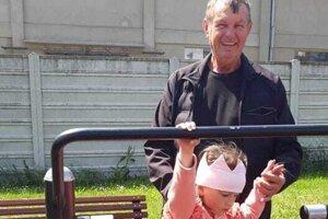 Miroslav Mach sa na dôchodku venuje vnúčencom.