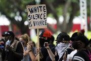 Smrť Afroameričana Georgea Floyda vyvolala v USA vlnu protestov.