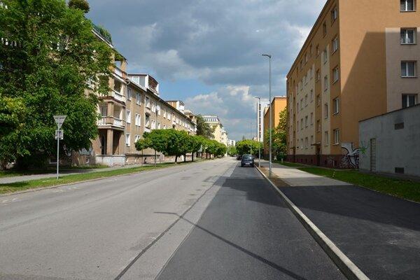 Fándlyho ulica prišla o sedem stromov.