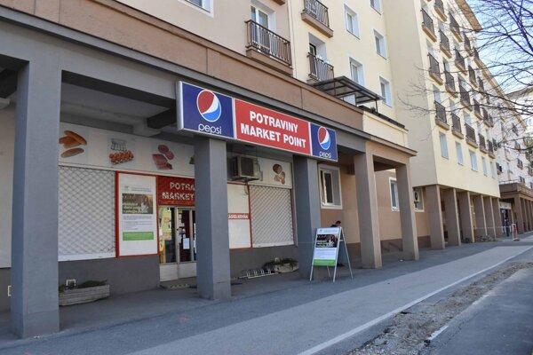 Cenu komerčného priestoru na Komenského určila znalkyňa po zaokrúhlení na 64-tisíc. Mesto túto sumu pri predaji navýšilo o celých 365 eur.