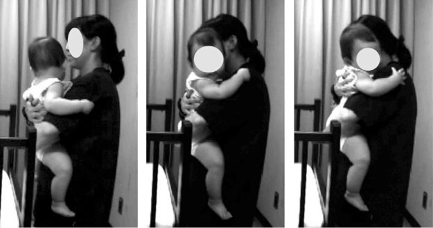 Matka dieťa drží (vľavo), objíma (v strede) a pevne ho objíma (vpravo).