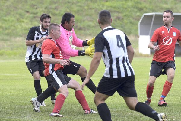 Do nedele 14. júna si do II. triedy ObFZ Levice podalo prihlášku štrnásť klubov. Znajväčšou pravdepodobnosťou ich spolu bude vyše 16 atak sa budú musieť vytvoriť dve skupiny.