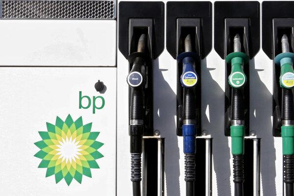 Logo britského ropného koncernu BP na čerpacej stanici.