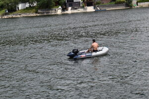 Rybár na člne na Domaši.