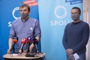 Predseda strany SPOLU Juraj Hipš a podpredseda Erik Baláž.
