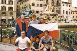Fanúšikovia zo Sedliackej Dubovej na zájazde na MS 1990 v Taliansku.