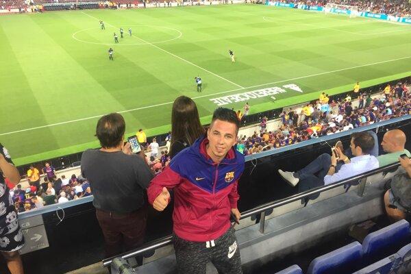 Ladislav Boris (v popredí) na štadióne Camp Nou v Barcelone.