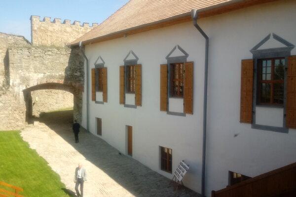 Obnovený barokový palác Lubomirských na hrade Ľubovňa.