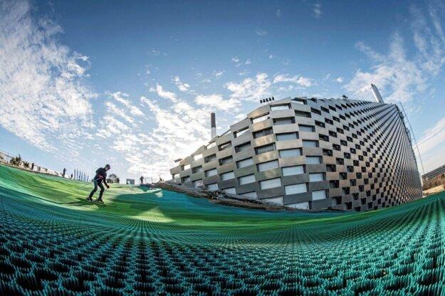 ZEVO KODAŇ: Zjazdovka na streche nie je jediné, čo zAmager Bakke robí výnimočné zariadenie. Jeho výkon je rovnako impozantný. Vyprodukuje elektrinu pre 50000 ateplo pre 120000 domácností.