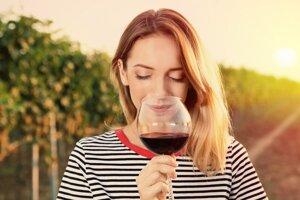 V lete najradšej pijeme šumivé, biele a ružové víno. Červenému sa skôr vyhýbame.