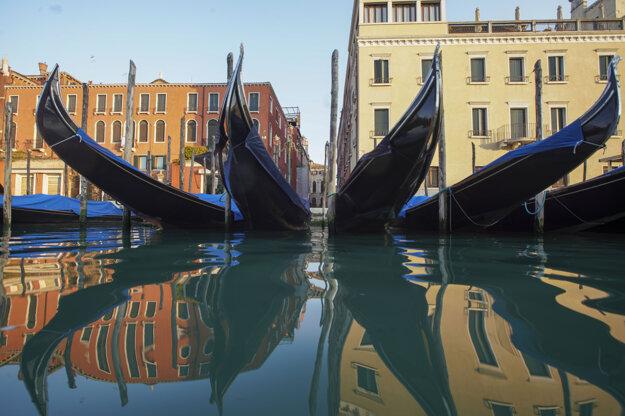 Odstavené gondoly v Benátkach 30. júna.