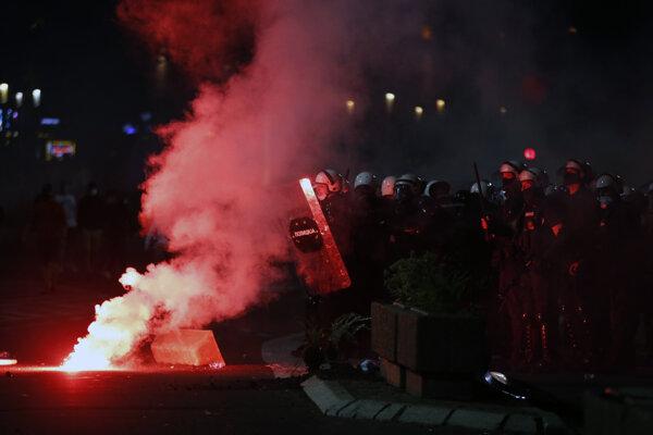 Policajný zásah v Belehrade.