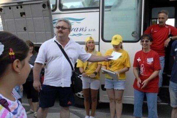 Pavol Krausz pred odchodom detí do Korzárlandu.