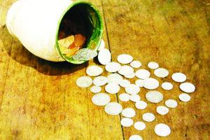 Mince boli uložené v hlinenom krčahu. Najstaršou bol denár Mateja Korvína z roku 1489, najmladšou trojgrajciar Leopolda I. z roku 1677.