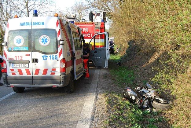 Motorkár zahynul pri tragickej nehode.