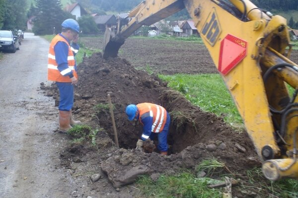 Výstavba vodovodu.