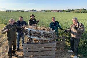 Myšlienku vybudovať hniezdo podporili viacerí obyvatelia.