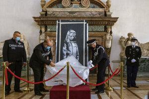 Odhalenie prinavrátenej maľby na francúzskej ambasáde v Ríme.