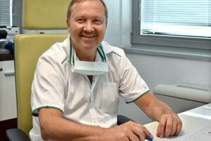 Jediný profesor kardiochirurgie na Slovensku je Košičan František Sabol, generálny riaditeľ Východoslovenského ústavu srdcových a cievnych chorôb.