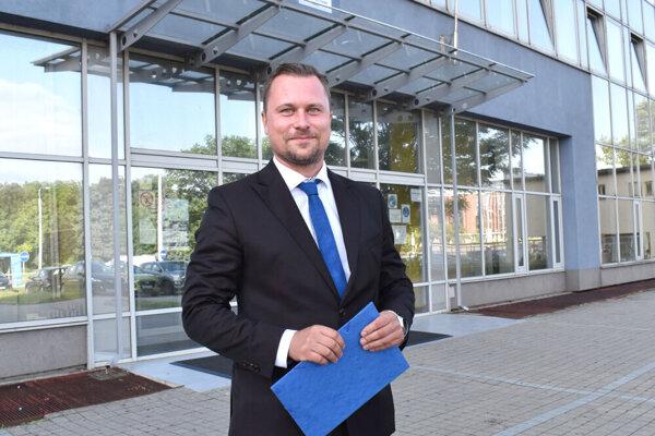Na miesto riaditeľa nastupuje Michal Michalov z hnutia Sme rodina.