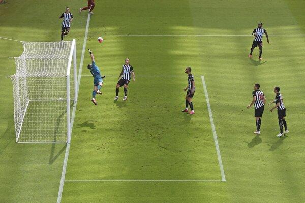 Martin Dúbravka v zápase Newcastle United - Liverpool FC.