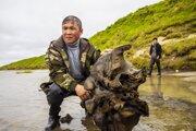 V plytkom západosibírskom jazere za polárnym kruhom objavili kostrové pozostatky mamuta.