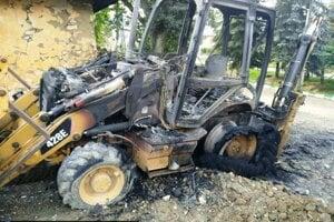 Pracovný stroj celý obhorel.