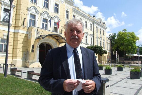 Riaditeľ ŽSR Miloslav Havrila pred župným domom v Nitre.