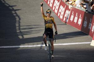 Wout van Aert sa teší z víťazstva.