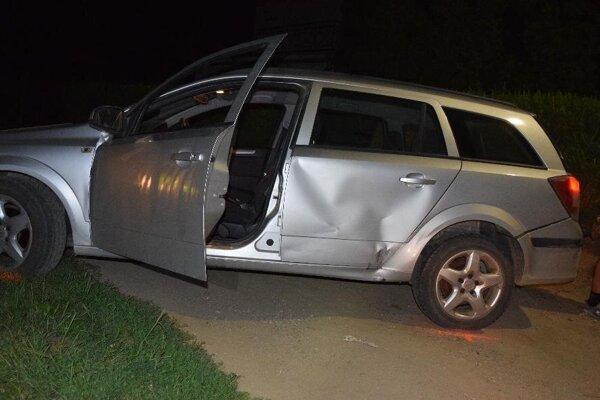 Auto, na ktorom unikal opitý vodič, ktorý má navyše zákaz viesť motorové vozidlá.