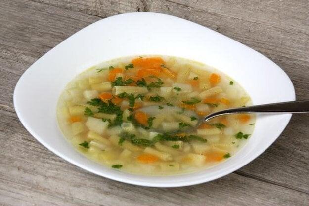 Fazuľková polievka s letnou zeleninou