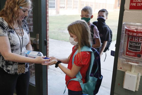 Hygienické opatrenia na základnej škole v texaskom meste Godley.