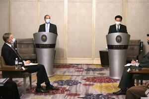 Taiwanský minister zahraničných vecí Joseph Wu (druhý sprava) na stretnutí s americkým ministrom zdravotníctva Alexom Azarom v hlavnom meste Tchaj-pej.