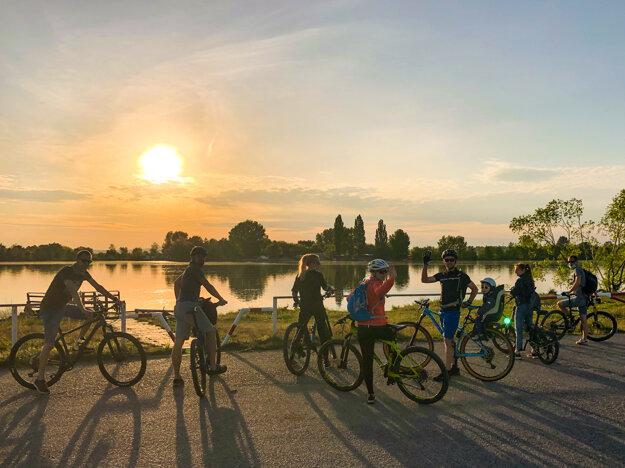 Cyklotrasa okolo Sĺňavy, Piešťany