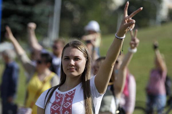 Podporovatelia opozície v Minsku.