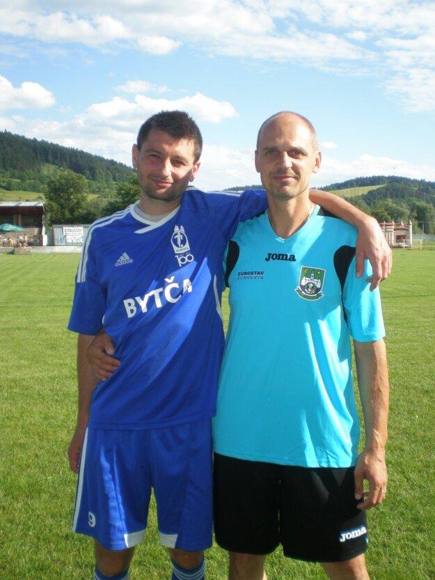 Stanislav Gabaj(vpravo)hráva aj po päťdesiatke. V Hliníku mu robí spoločnosť aj Jozef Chrenko, ktorý už má tiež po štyridsiatke...