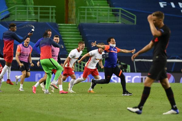 Hráči Lipska sa radujú z víťazstva.