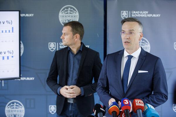 Štátny tajomník ministerstva financií SR Marcel Klimek a predseda vlády SR Igor Matovič (OĽaNO)